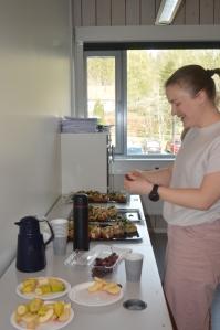Kaffe og baguetter til sultne studenter på ekstraordinært årsmøte